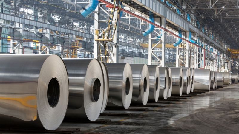 Alluminiumrollen in einer Fabrik (Symbolbild)