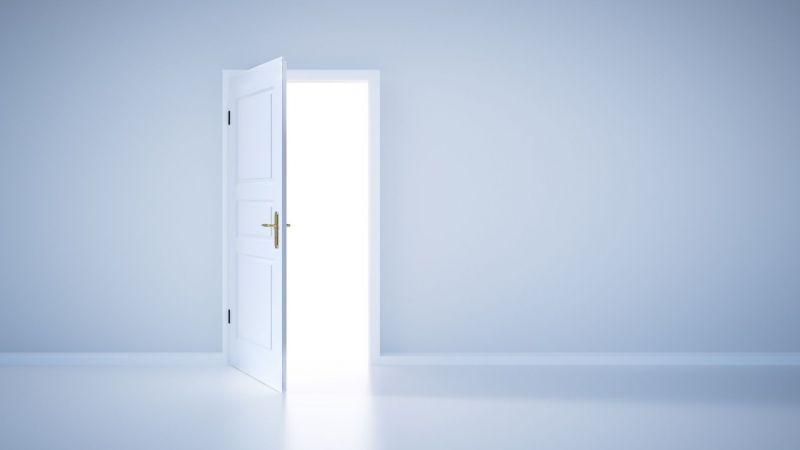 Symbolbild für Open Science: Eine geöffnete Tür steht für den Austausch von Informationen.
