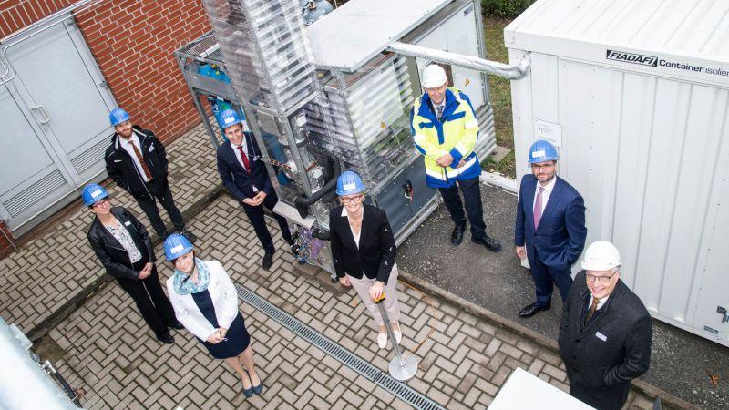Offizielle Inbetriebnahme des Rieselbett-Bioreaktor des Projekts ORBIT