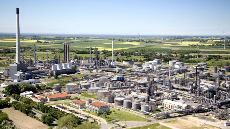 Die Luftaufnahme zeigt die Raffinerie Heide in Hemmingstedt in Schleswig-Holstein. Das Unternehmen ist Konsortialführer des Verbundprojekts Westküste100.