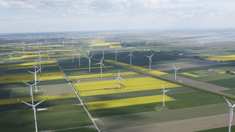 Luftaufnahme auf Windpark Reußenköge in Schleswig-Holstein