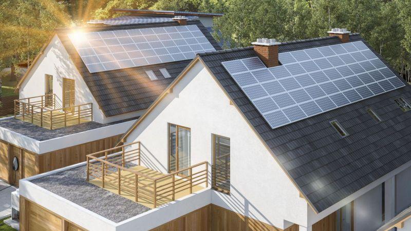 Photovoltaik-Anlagen auf Hausdächern (Symbolbild)