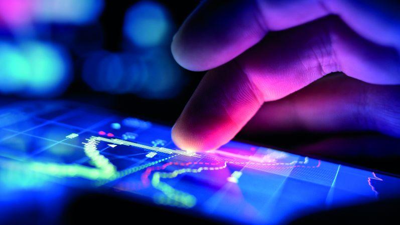 Symbolbild: Analyse von Daten auf einem Touch-Screen