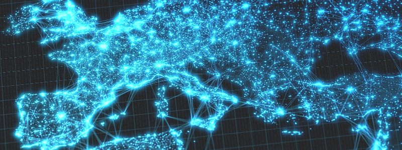 Die 3-D-Illustration zeigt eine Europakarte bei Nacht mit leuchtenden Punkten, die die Großstädte und dicht besiedelten Regionen zeigen.