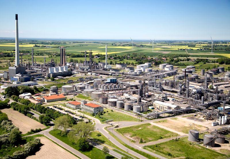 Reallabor der Energiewende Westküste 100: Luftaufnahme der Raffinerie Heide in Hemmingstedt in Schleswig-Holstein.
