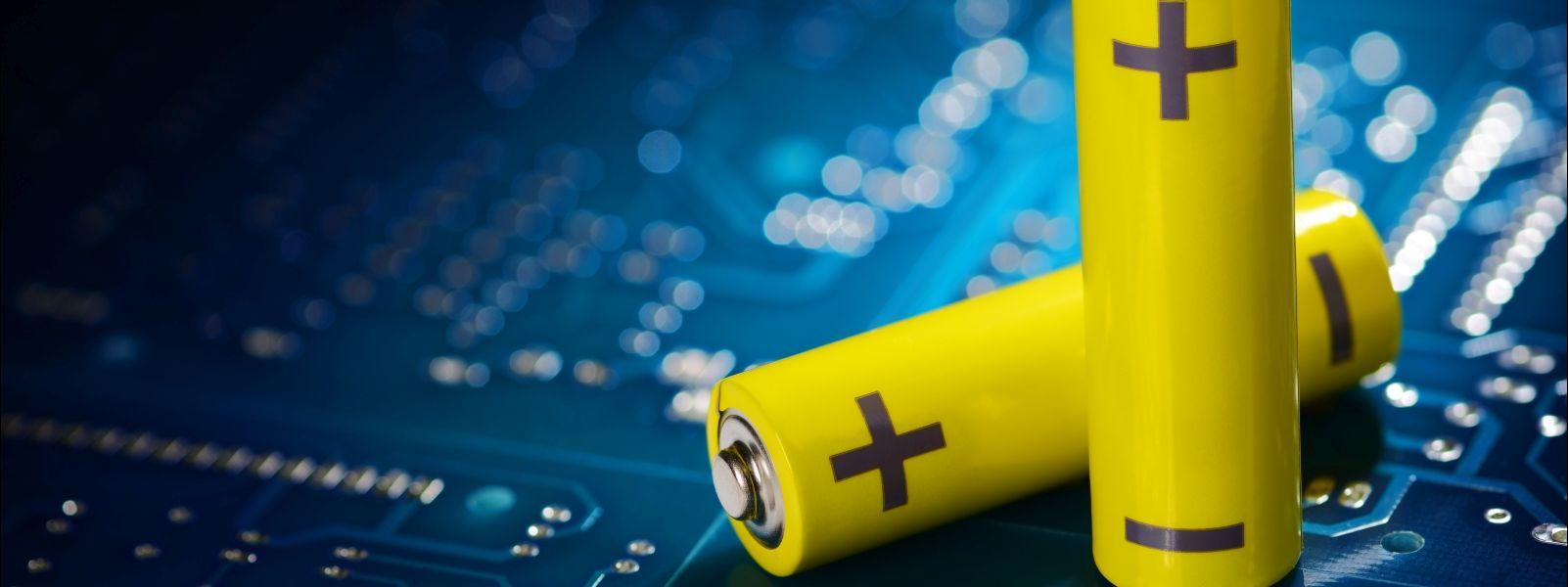 Symbolbild Batterien auf Platine