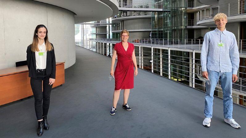 Noemi Coll Barroso, Susann Rüthrich und Jonathan Kriener im Bundestag