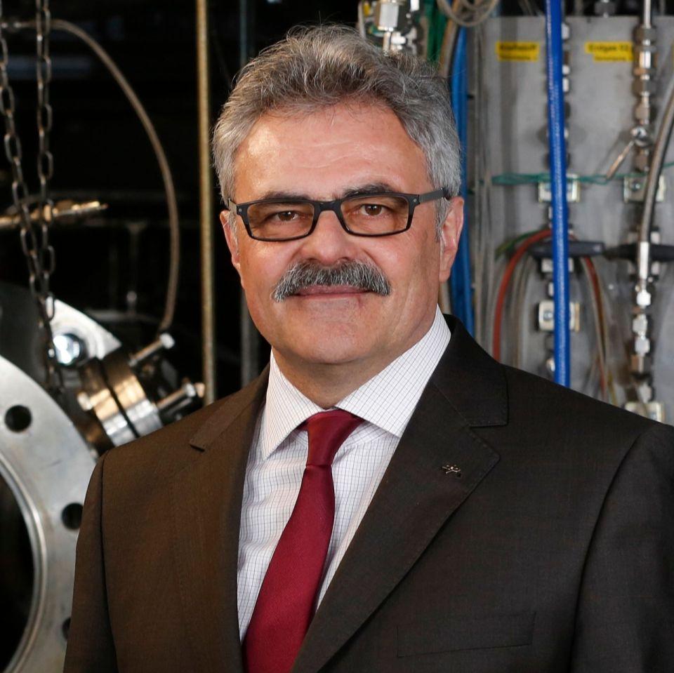 Prof. Dr.-Ing. Manfred Aigner, DLR, koordiniert die Begleitforschung für die Initiative Energiewende im Verkehr.